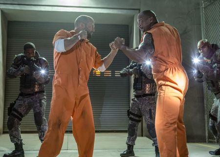 Jason Statham, The Rock tham gia phan ngoai truyen 'Fast & Furious' - Anh 1