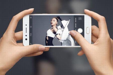 """Nhung cap doi """"anh em"""" sang gia nhat lang smartphone Viet - Anh 6"""