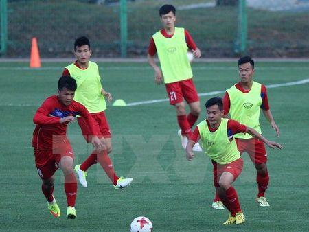 U20 Viet Nam bat ngo duoc doan lanh dao thanh pho Cheonan chao don - Anh 1