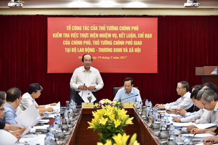 Bo truong Mai Tien Dung: 'Van ban cham, cu thay nguoi la nhanh het' - Anh 2