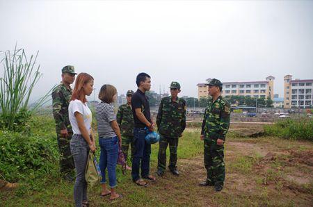 Quang Ninh: Bat doi nam nu 9X dang lua ban phu nu sang Trung Quoc - Anh 1