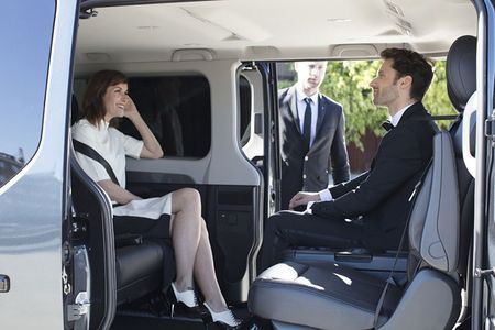 Renault 'trinh lang' xe Van hang sang Trafic SpaceClass - Anh 5