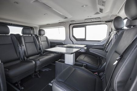 Renault 'trinh lang' xe Van hang sang Trafic SpaceClass - Anh 6