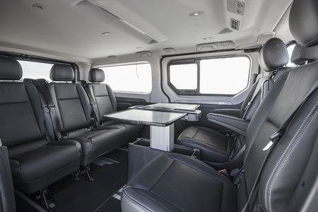 Renault 'trinh lang' xe Van hang sang Trafic SpaceClass - Anh 7