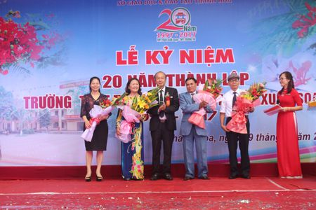 Thanh Hoa: Truong THPT Truong Thi ky niem 20 nam thanh lap - Anh 1