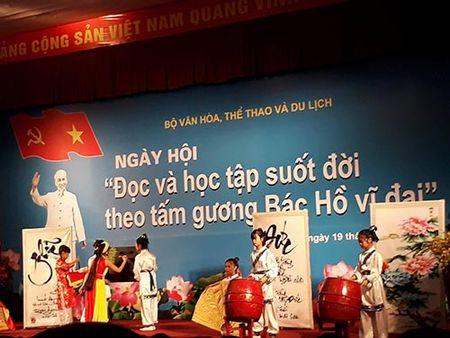 Khai mac Ngay hoi 'Doc va hoc tap suot doi theo tam guong Bac Ho vi dai' - Anh 1