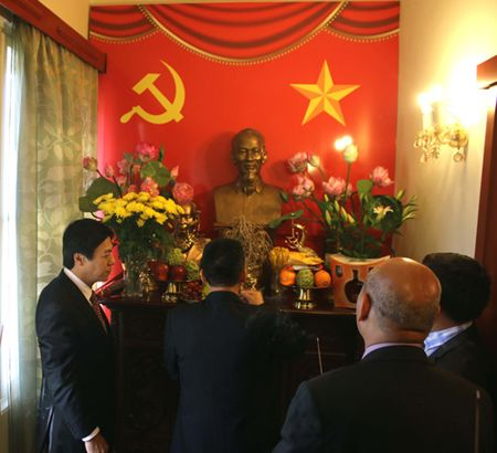 Ky niem 127 nam ngay sinh Chu tich Ho Chi Minh tai Nga va Sec - Anh 2