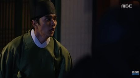 """Mat na quan vuong"": Yoo Seung Ho va Kim So Hyun co nu hon tran ""tinh nhu cai binh"" - Anh 7"