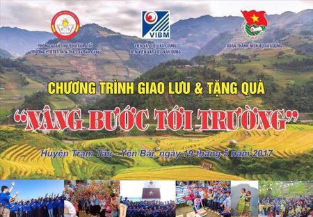 'Nang buoc em den truong' cho hoc sinh co hoan canh kho khan tai Yen Bai - Anh 1