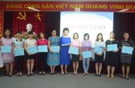 BHXH quan Hoang Mai: Ban giao so BHXH cho nguoi lao dong - Anh 1