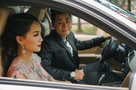 MC Nguyen Khang cham soc Quynh Chi nhu tinh nhan - Anh 1