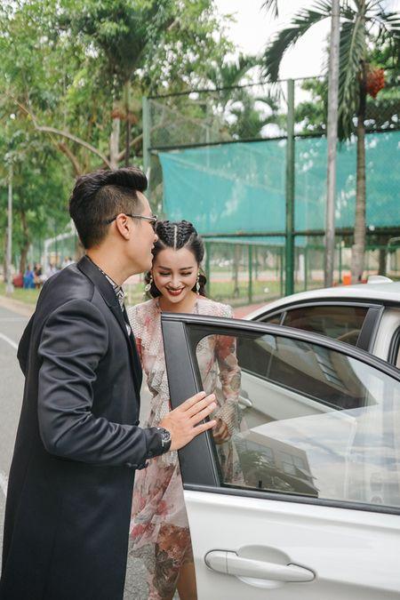 MC Nguyen Khang cham soc Quynh Chi nhu tinh nhan - Anh 2