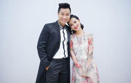 MC Nguyen Khang cham soc Quynh Chi nhu tinh nhan - Anh 5