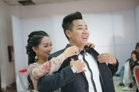 MC Nguyen Khang cham soc Quynh Chi nhu tinh nhan - Anh 6