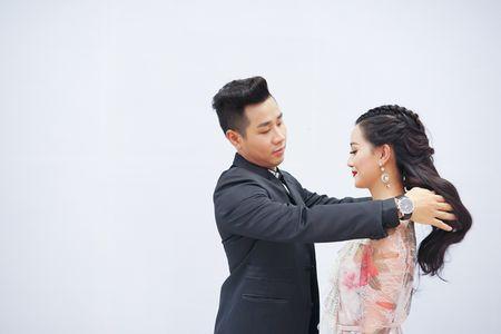 MC Nguyen Khang cham soc Quynh Chi nhu tinh nhan - Anh 8