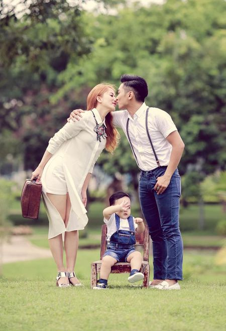 Vuot ngan song gio, nhung cap doi Sao Viet nay van nam chat tay nhau hanh phuc - Anh 5