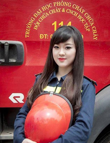 Nu sinh Dai hoc Phong chay chua chay la A khoi nguoi mau anh - Anh 3