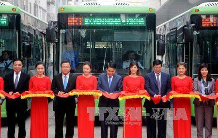 Phat trien xe buyt nhanh BRT o Ha Noi: Ton tai nhieu nghich ly - Anh 1