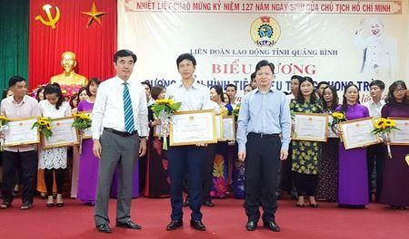 Quang Binh: Tuyen duong 50 ca nhan tieu bieu thi dua lam theo loi Bac - Anh 1