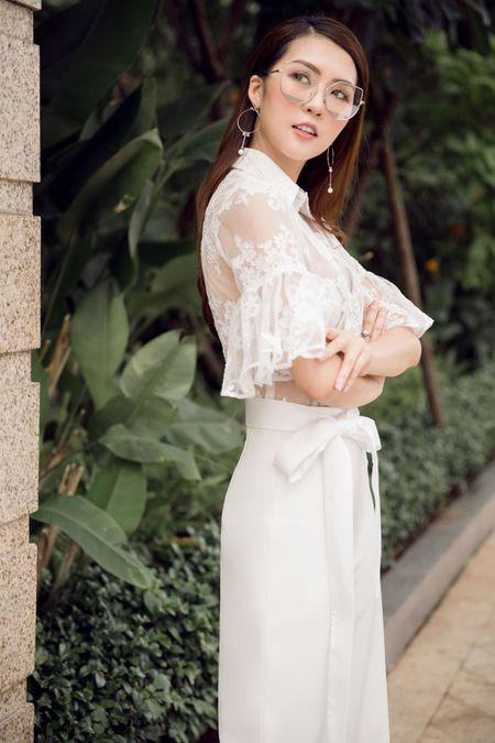 Guong mat 'The Face' Tuong Linh mong manh giua pho vang - Anh 7