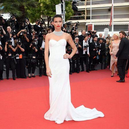 Dan chan dai dinh dam do bo ngay thu 2 tai Cannes - Anh 1