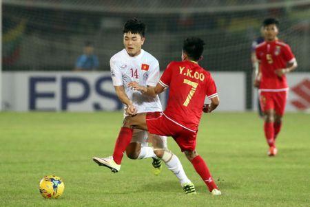 Xuan Truong chuc dan em Hoang Nam thi dau tot tai World Cup U.20 - Anh 1