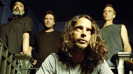Ruou, ma tuy khien Chris Cornell cua Soundgarden danh tieng treo co tu van? - Anh 3
