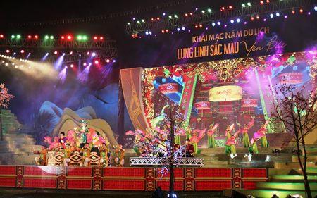Khan gia doi mua du Le khai mac Nam du lich Yen Bai 2017 - Anh 1