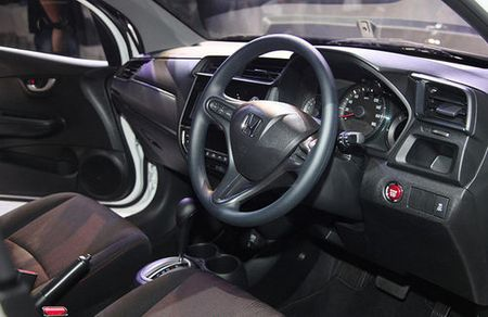 Xe 7 cho Honda Mobilio 2017 co gia 433 trieu dong - Anh 3