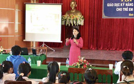 Quang Ngai: Lan dau tien moi chuyen gia day HS chong 'yeu rau xanh' - Anh 1