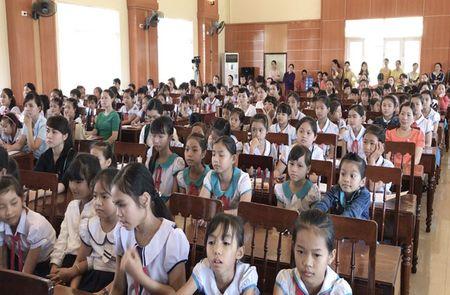 Quang Ngai: Lan dau tien moi chuyen gia day HS chong 'yeu rau xanh' - Anh 2