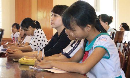 Quang Ngai: Lan dau tien moi chuyen gia day HS chong 'yeu rau xanh' - Anh 3