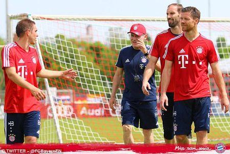 Bayern to chuc chia tay Philipp Lahm va Xabi Alonso - Anh 1