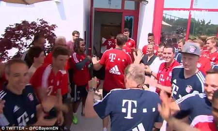 Bayern to chuc chia tay Philipp Lahm va Xabi Alonso - Anh 5
