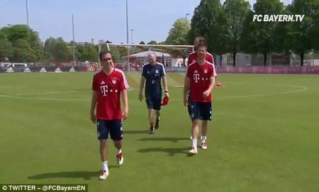 Bayern to chuc chia tay Philipp Lahm va Xabi Alonso - Anh 6