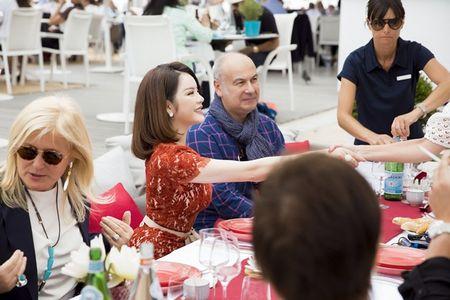 Ly Nha Ky quyen ru kho cuong trong bua tiec danh cho khach VIP - Anh 6