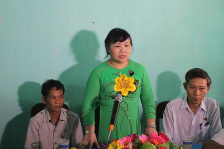 TAND tinh Thua Thien Hue trao tang nha tinh thuong cho ho ngheo - Anh 1