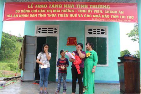 TAND tinh Thua Thien Hue trao tang nha tinh thuong cho ho ngheo - Anh 4