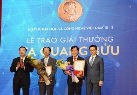 Tung tu choi lam Hieu truong, nguoi thay say me toan hoc dat giai thuong Ta Quang Buu 2017 - Anh 1