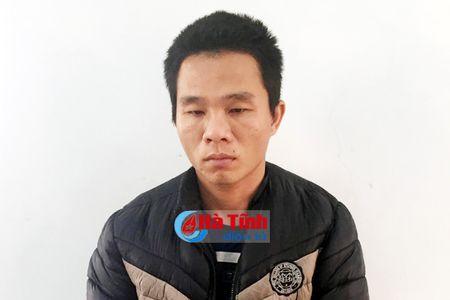 Nghien ma tuy, 'nhay' tu Huong Khe xuong Cam Xuyen trom xe may - Anh 1