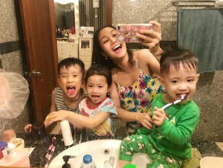 Thanh Thao hanh phuc ben ban trai, Dan Truong lo dien cung 'quy tu' - Anh 3