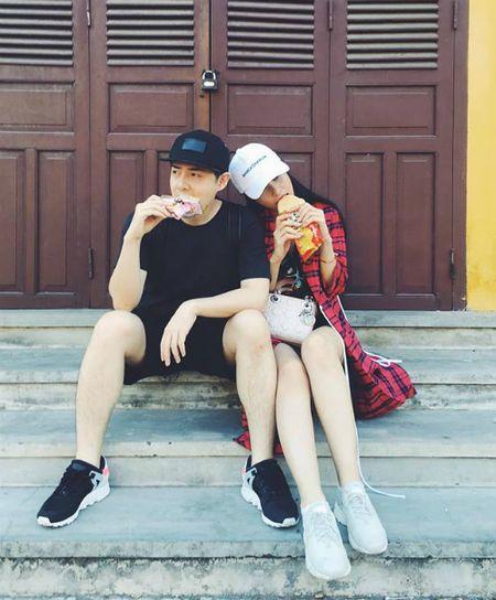 Thanh Thao hanh phuc ben ban trai, Dan Truong lo dien cung 'quy tu' - Anh 4