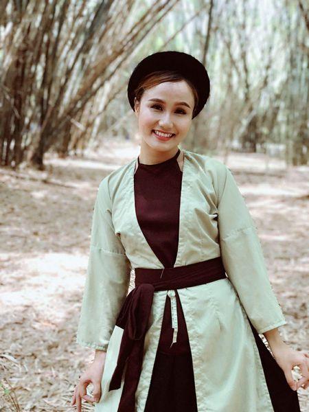 Cu dan mang 'truy tim' co gai tung MV cover Lac Troi cua Son Tung M-TP dang gay sot - Anh 1