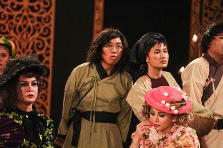 Cu dan mang 'truy tim' co gai tung MV cover Lac Troi cua Son Tung M-TP dang gay sot - Anh 6