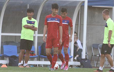 Tru cot U20 Viet Nam chan thuong truoc tran ra quan World Cup - Anh 1