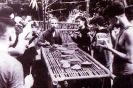 Nhung hinh anh Bac Ho tai ATK Dinh Hoa (Thai Nguyen) - Anh 11