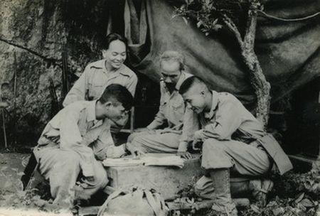 Nhung hinh anh Bac Ho tai ATK Dinh Hoa (Thai Nguyen) - Anh 7