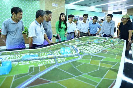 Nguoi Ha Noi di xem doan tau tren cao dau tien o Viet Nam - Anh 3
