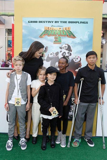 Su that ve tin don tinh yeu cua Angelina Jolie hau chia tay Brad Pitt - Anh 2