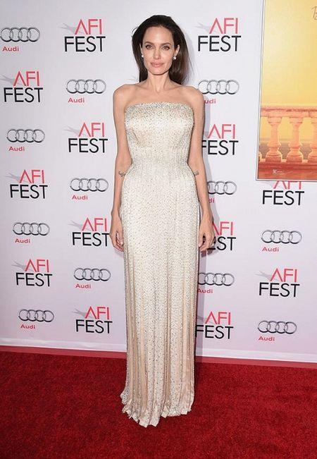 Su that ve tin don tinh yeu cua Angelina Jolie hau chia tay Brad Pitt - Anh 3